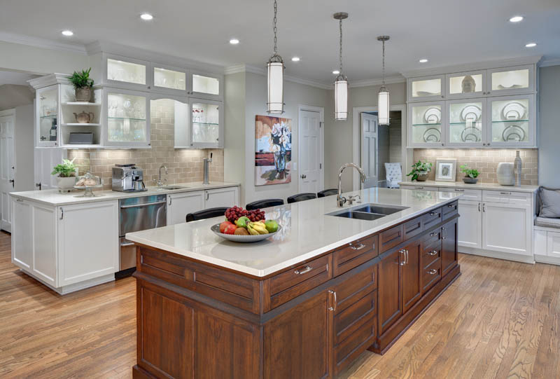 Transitional Shaker Heights kitchen