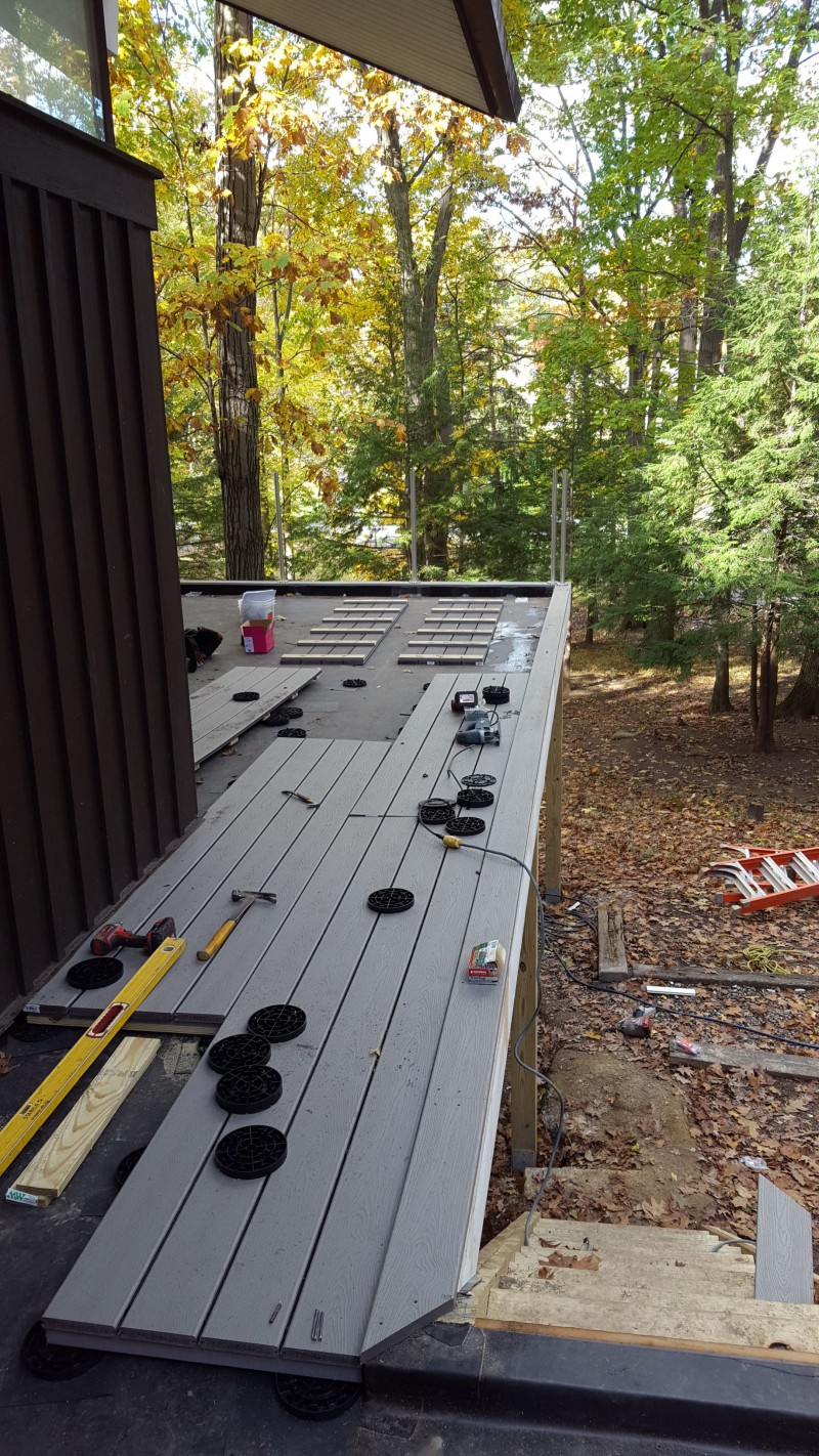 composite deck on pedestals and stainless cable railing